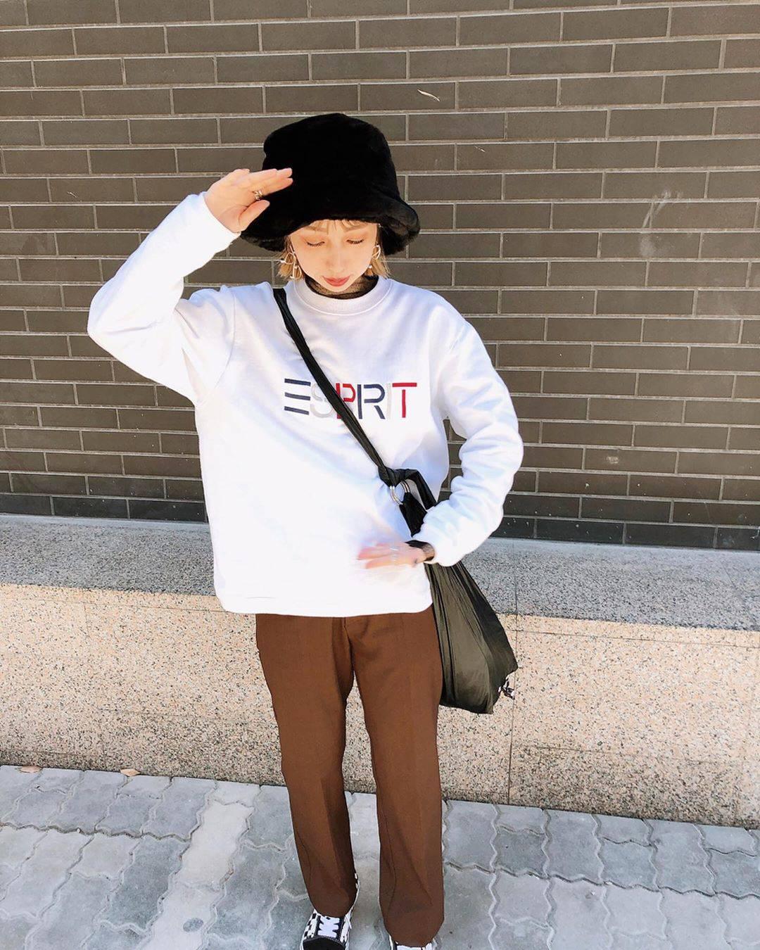 最高気温22度・最低気温9度 akaririri_1022の服装