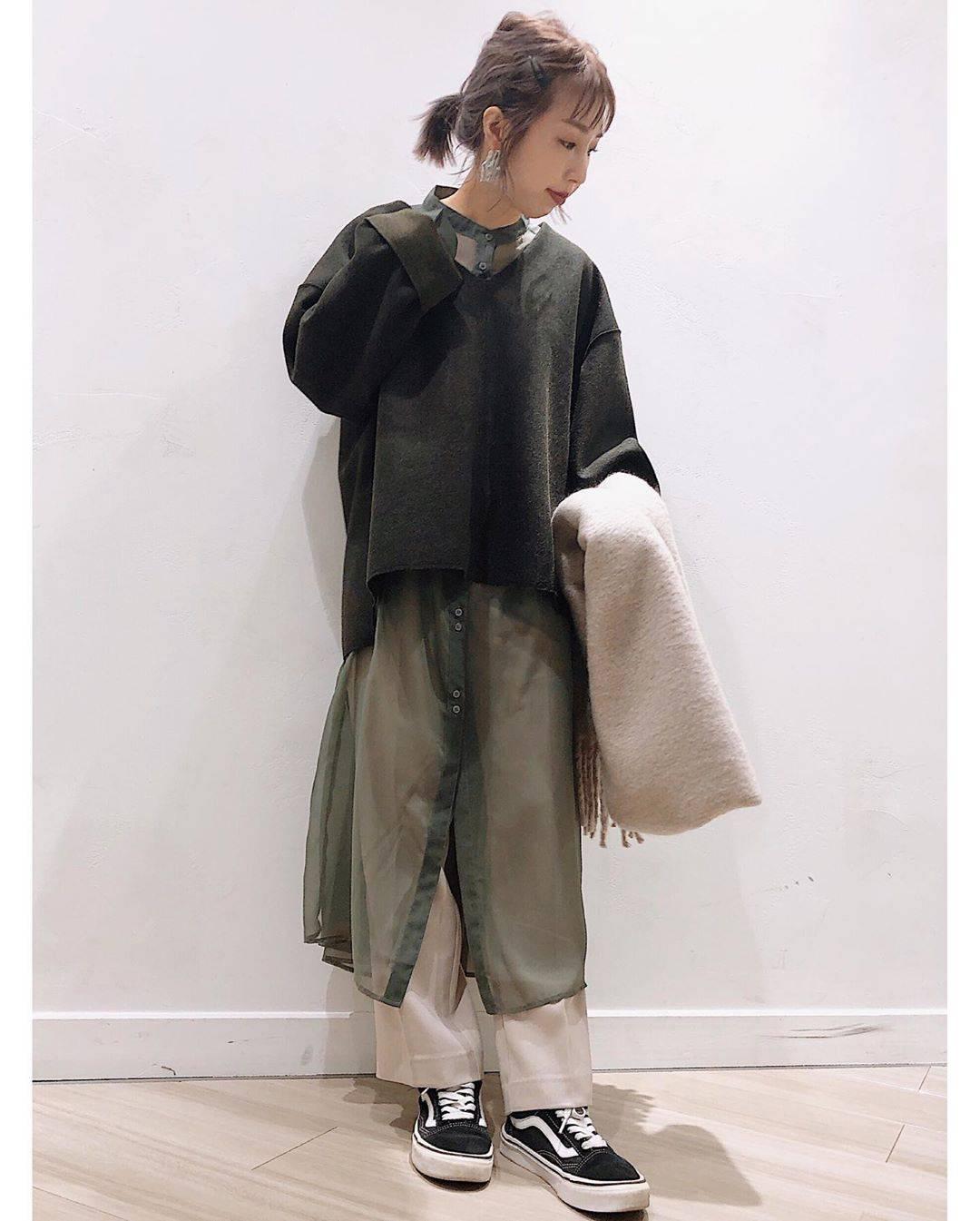 最高気温22度・最低気温11度 akaririri_1022の服装