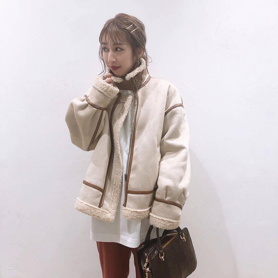 最高気温19度・最低気温8度 akaririri_1022の服装