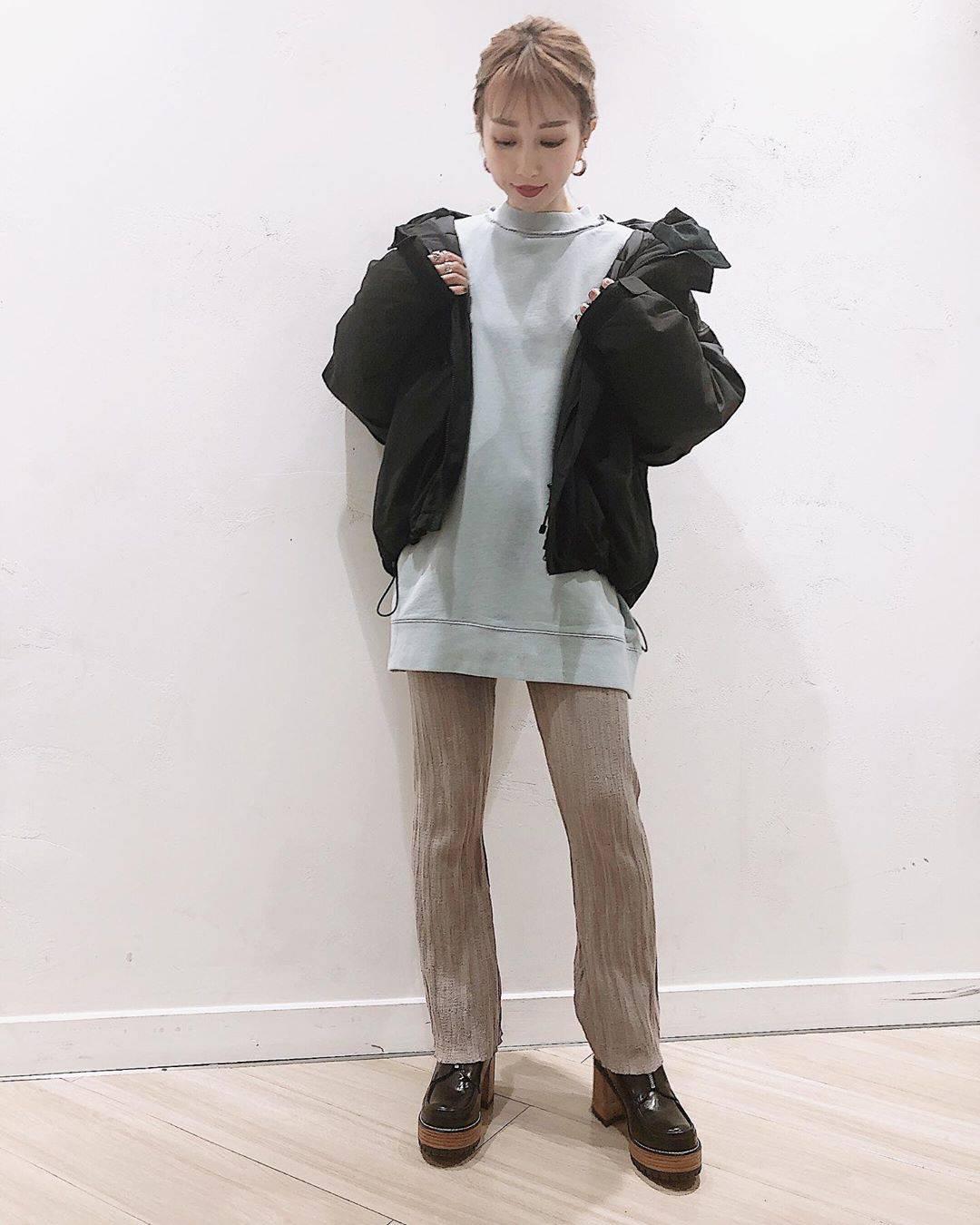 最高気温17度・最低気温9度 akaririri_1022の服装