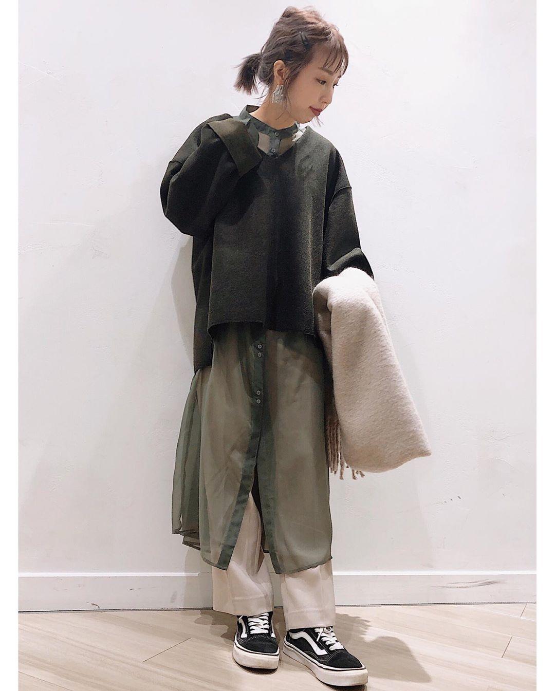 最高気温20度・最低気温17度 akaririri_1022の服装