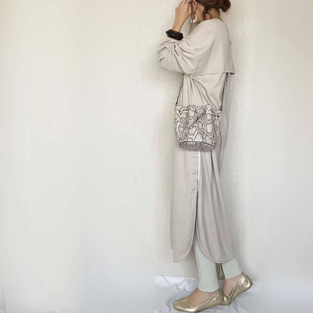 最高気温16度・最低気温8度 mamkorisaの服装
