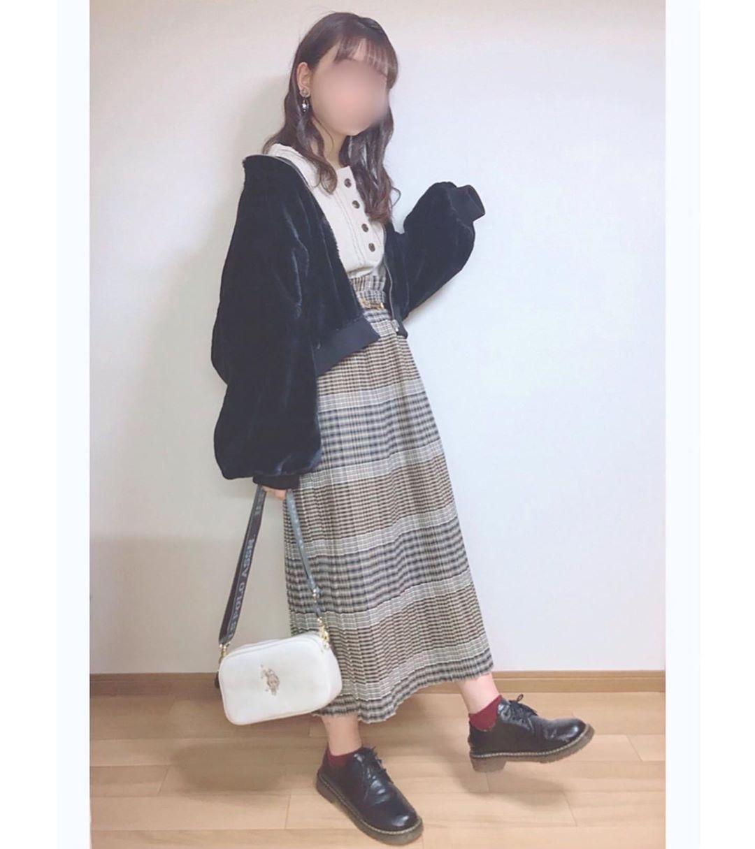 最高気温21度・最低気温11度 momo_wearの服装