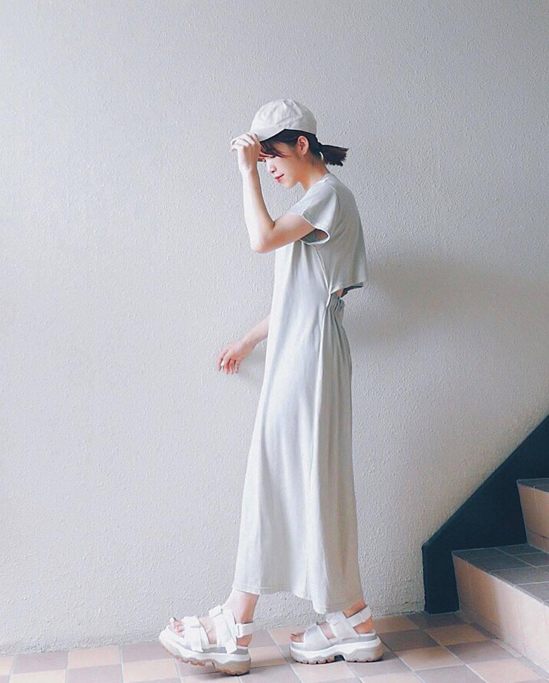 最高気温28度・最低気温20度 natsu_outfitsの服装