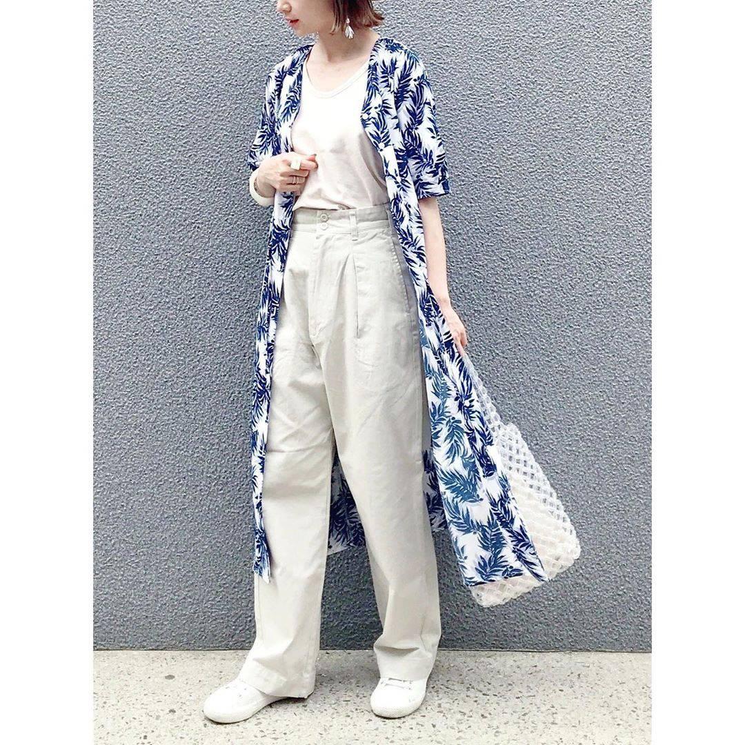 最高気温32度・最低気温19度 rainbowkwok2の服装