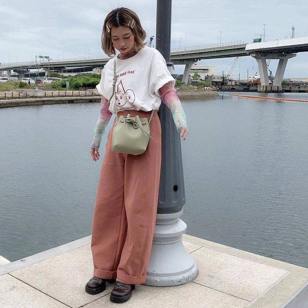 最高気温25度・最低気温16度 rira_yukariの服装